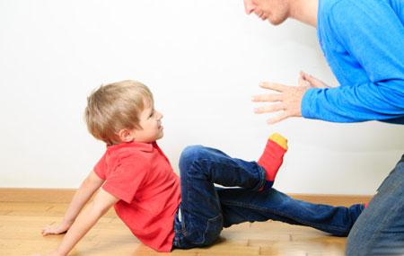 رفتار با کودکی که والدینش را میزند!