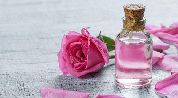خواص گلاب برای رحم